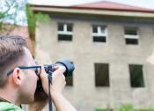 Ornitolog Gdańsk podczas pracy przy wykonywaniu opinii ornitologicznej